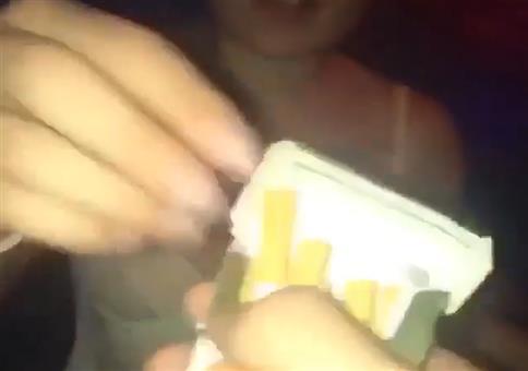 Drogen sind schlecht: Zigarette in der Disko anbieten