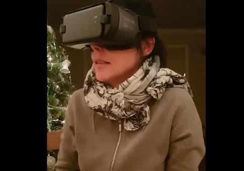 VR Erlebnis: Zur Beruhigung mit dem Hund kuscheln
