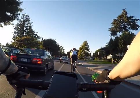Radfahrer zu Autofahrer: Pay Attention!