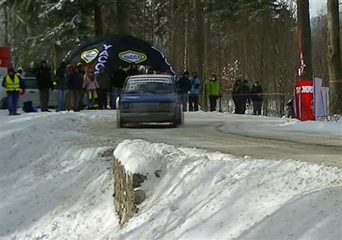 Schnelle Zuschauerhilfe bei Rallye-Crash