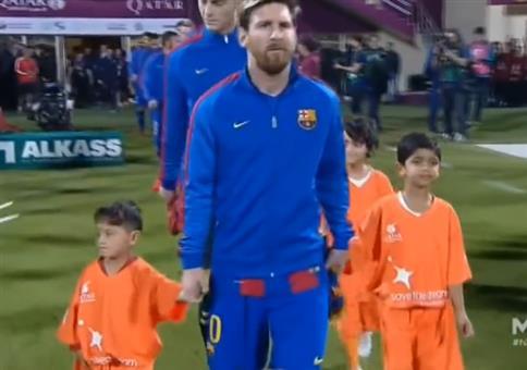 Kleiner Junge mag sich nicht von Messi trennen