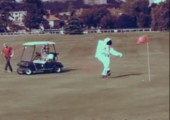 Der Astronaut auf dem Golfplatz