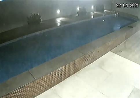 Zack! Ist der Pool weg!