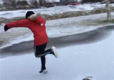 Über das Eis rennen und plötzlich...