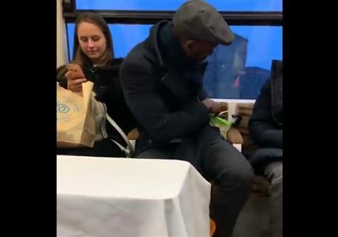 Spontandate in der Bahn