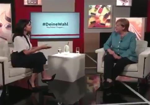 Youtuberin Ischtar Isik im Interview mit Kanzlerin Merkel