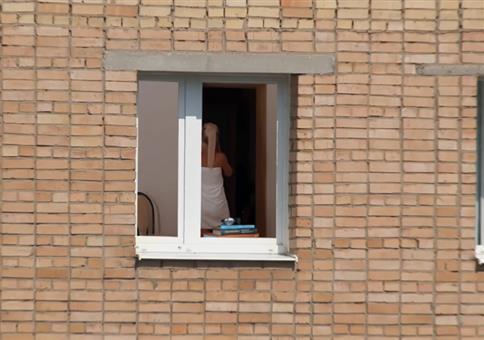 Krasser Zoom: Bei der Nachbarin spannen