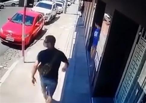 Treffen sich zwei auf der Straße