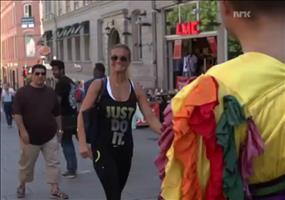 Streich: Limbo-Time in der Fußgängerzone