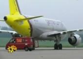 Flugzeugturbine bläst Transporter weg
