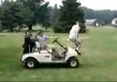 Einstieg in einen Golfwagen