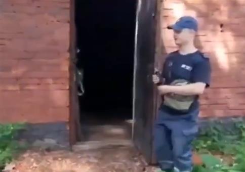 Granate ins Haus werfen - Er weiß genau was er da tut!