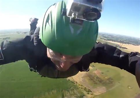 Wenn man beim Fallschirmspringen nicht auf die Höhe achtet
