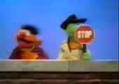 Ernie, Schlemihl und das Stop-Schild
