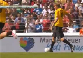 Dirk Nowitzki spielt Fußball und wird brutal niedergefoult