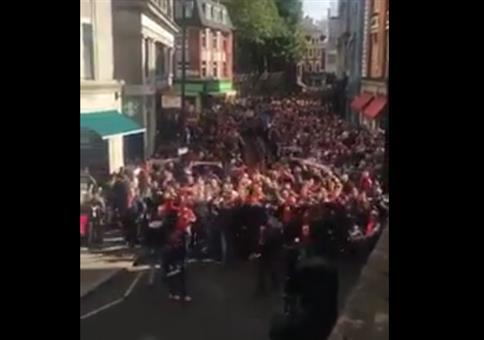 Wenn 10.000 FC Köln Fans durch London ziehen