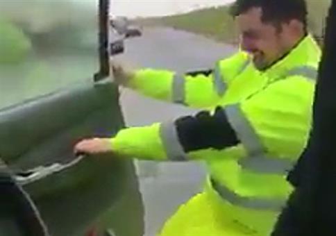 Nun mach doch mal einer die Autotür zu!