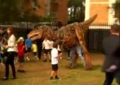 Dinosaurier überfällt Schule