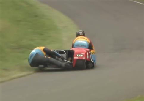 Richtige Kurvenlage in einem Motorrad Beiwagen