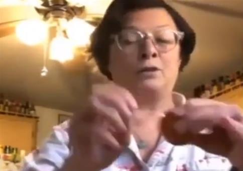 Oma und der Eiertrick