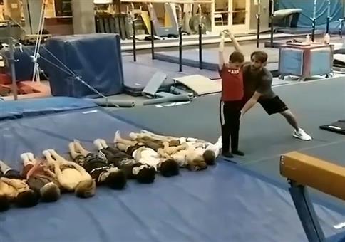 Neue olympische Sportart: Kinderweitwurf