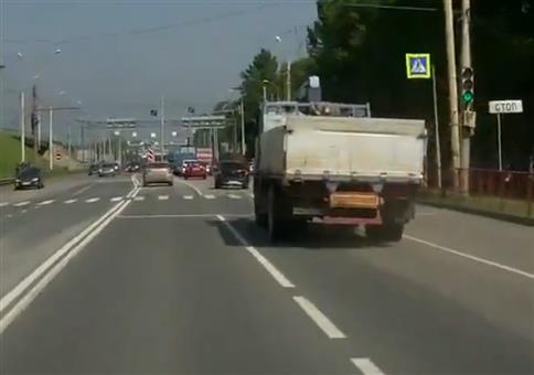 LKW hat ein kleines Problem mit seiner Hinterachse