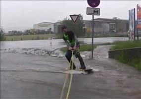 Überschwemmung nutzen und Wakeboarden