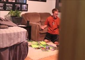 Psycho Dad zerstört die Videospielsammlung seines Sohns