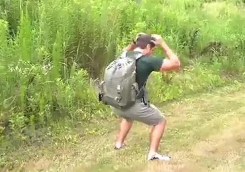 Nicht schubsen! Ich hab' Joghurt im Rucksack!