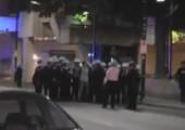 Polizei posed mit festgenommenen Studenten