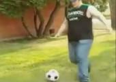 So bringt man einen Fußball zum platzen