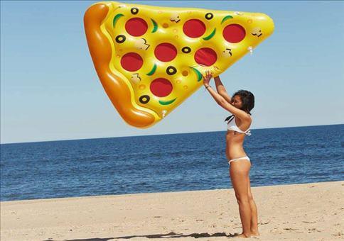 Eine schwimmende Pizza