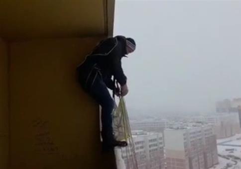 Einfach mal so vom Balkon springen
