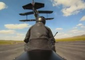 Flugzeug am Schwanz packen