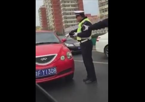 Roter Flitzer vs. Polizei