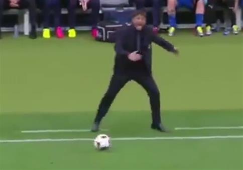 Italiens Trainer und Islands Kommentator Mashup
