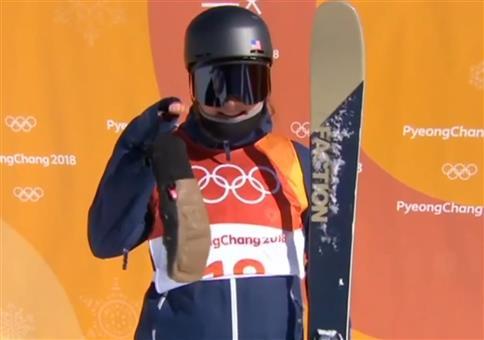 Sehr kleine Hand bei den olympischen Winterspielen