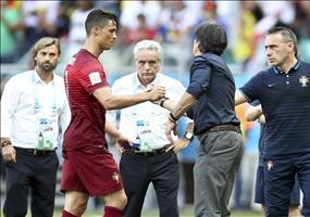 Jogi Löw hat ein kleines Geschenk für Cristiano Ronaldo