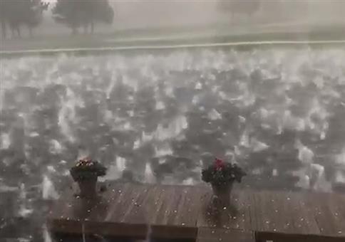 Tosender Teich bei starkem Hagelfall