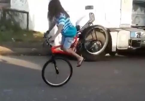 Mit dem Fahrrad schön gebremst