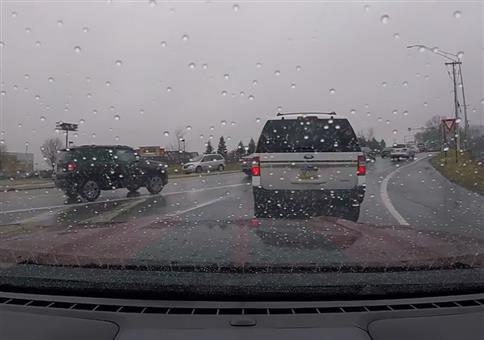 Instant Karma für ungeduldigen Autofahrer
