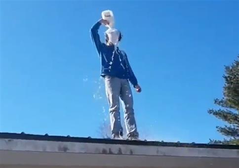 Milch übern Kopf und vom Dach springen