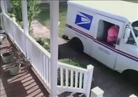 Dicke Leute bei der Post