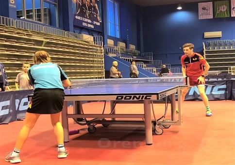 Der Meister im Anschneiden beim Tischtennis