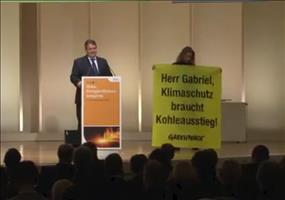 Greenpeace stört Rede von Sigmar Gabriel