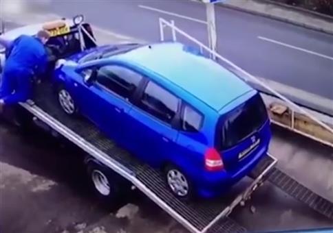 Auto abladen ist eben manchmal noch Handarbeit