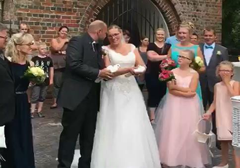 Bei der Hochzeit die Tauben fliegen lassen