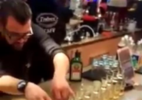 Barkeeper mit Jägermeister Boss Move