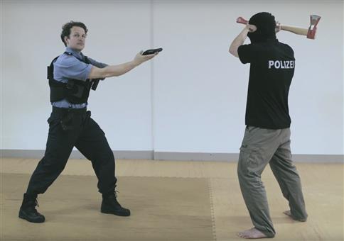 So KÄMPFT die POLIZEI jetzt gegen AXT-ATTENTÄTER!