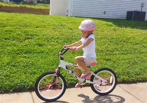 Das erste Mal ohne Stützräder Radfahren